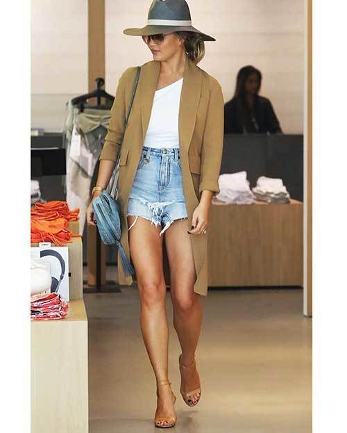 Cut off High Waisted Shorts Outfit Ideas