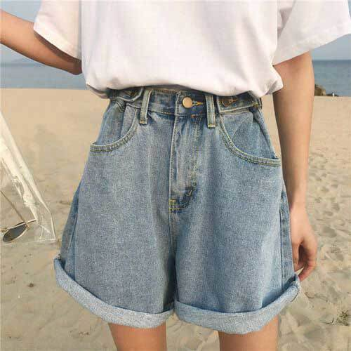 High Waisted Shorts Vintage Outfit Ideas