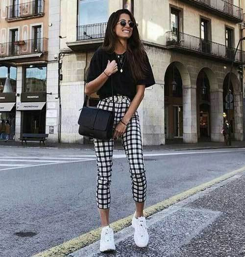 Street Style Over-Sized T-Shirt Outfits