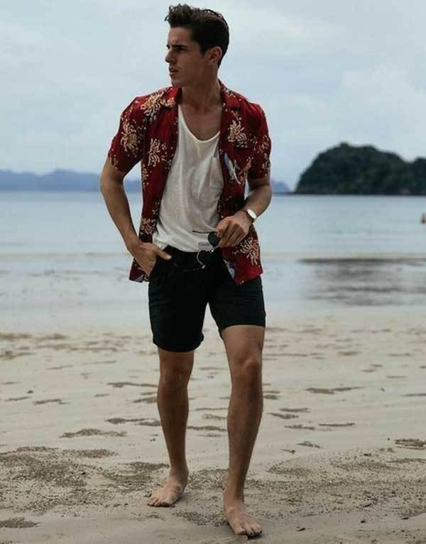 Simple Beach Outfit Ideas for Men-8