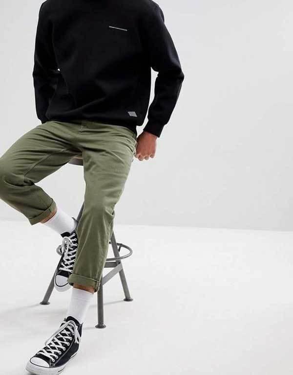 Men Khaki Pants Minimal Outfits-16