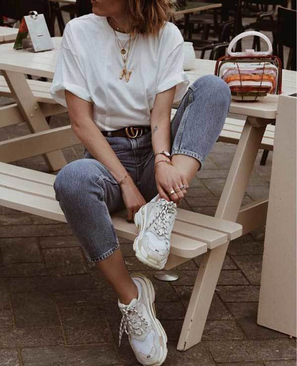 Casual Capri Pants Outfits with Sneakers