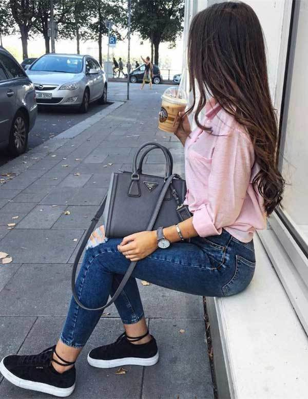 Casual Blue Jeans Outfits with Sneakers