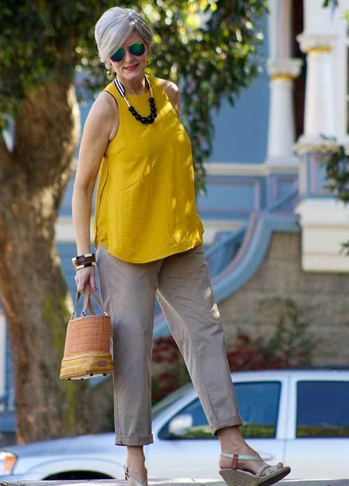 Summer Capri Pants Outfits for Women Over 50