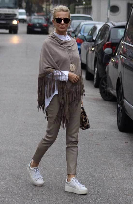 Spring Fringed Scarf Outfits for Over 50