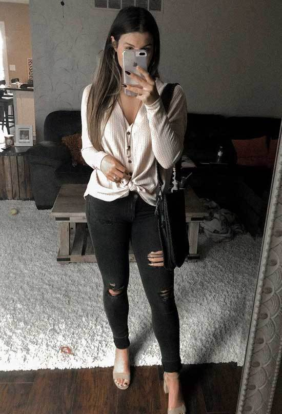 Ripped Black Jeans Spring Outfits for Women
