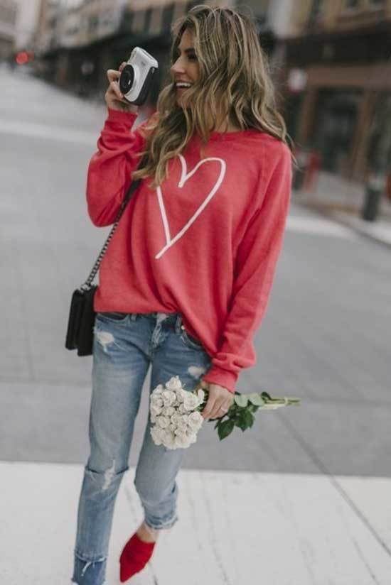Valentines Day Sweatshirt Outfits-14
