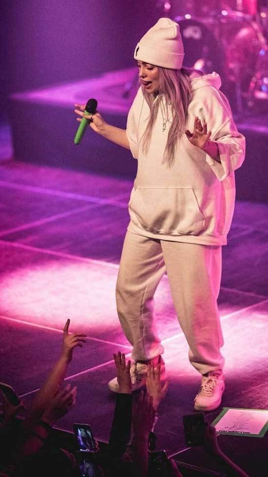 Billie Eilish Outfits-34