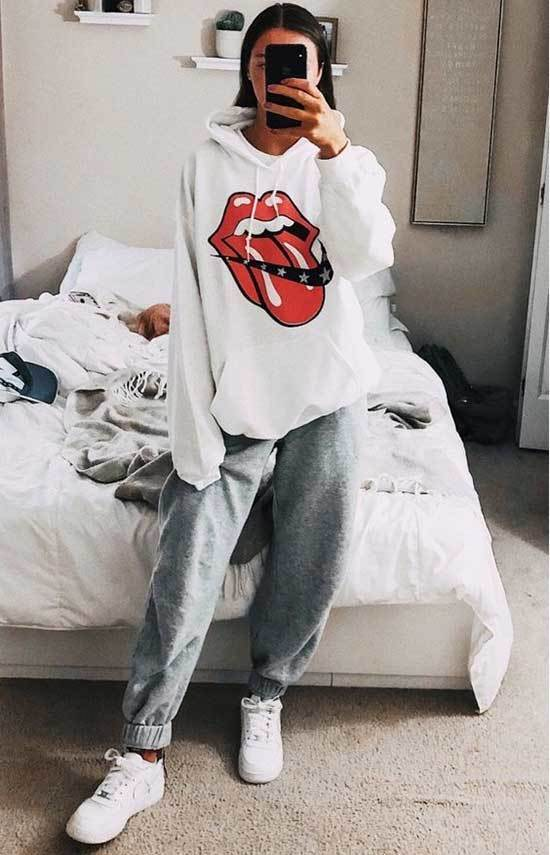Lazy Day Hoodie Outfits-17