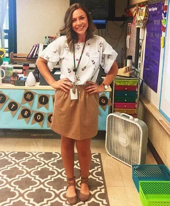Business Casual Teacher Beige Skirt Outfits-14