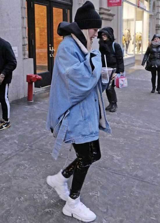 Hailey Baldwin Oversized Jean Jacket Outfit Ideas-18