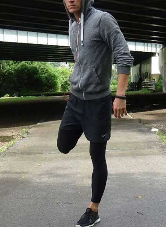Sporty Outfits for Guys-25