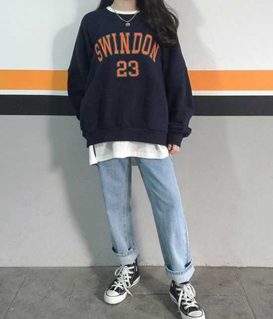 Sporty Oversized Sweater Outfits for Girls-12