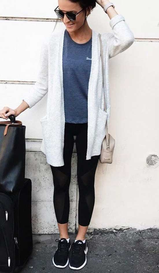 Black Leggings Travelling Outfit Ideas-13