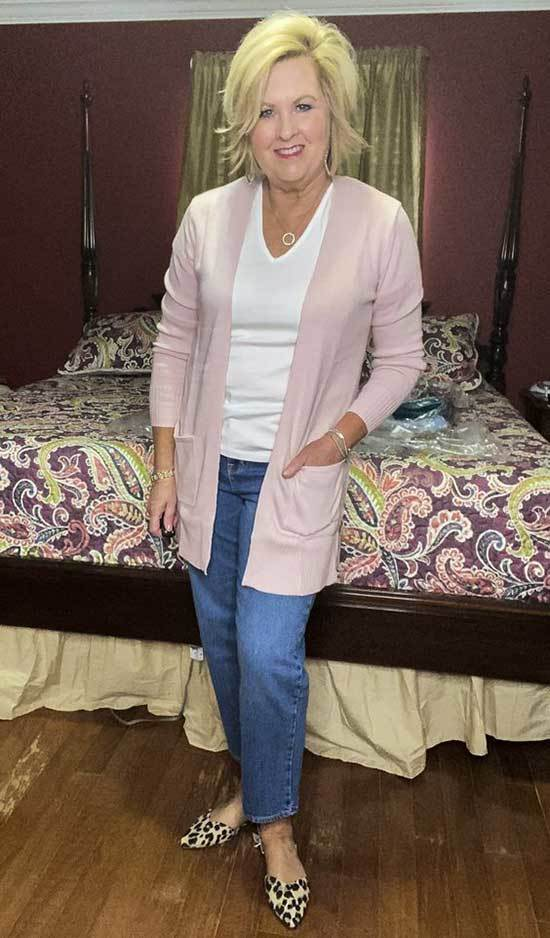 Cute Casual Looks for Women Over 50-16