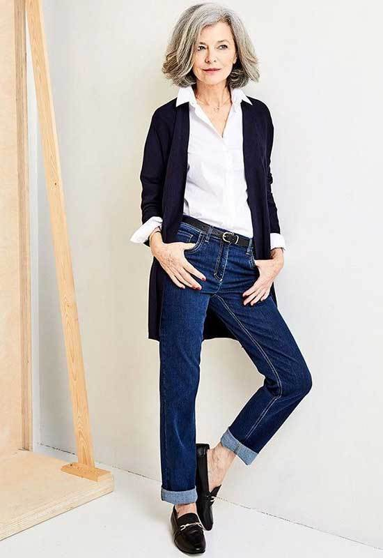 Casual Mom Jeans Looks for Women Over 50-20