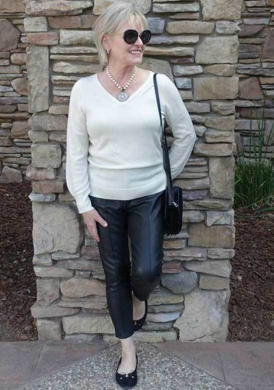 Casual Looks for Women Over 50-32