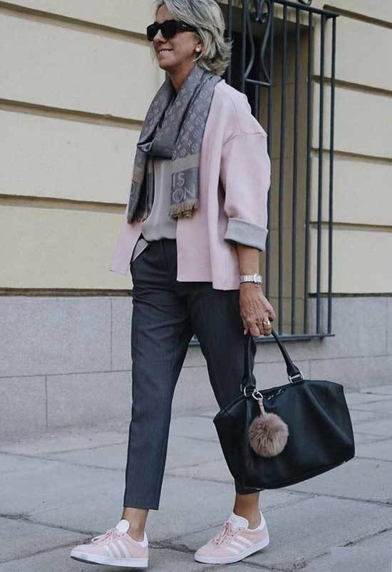 Casual Looks for Women Over 50-37