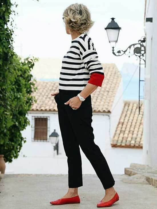Simple Casual Looks for Women Over 50-7