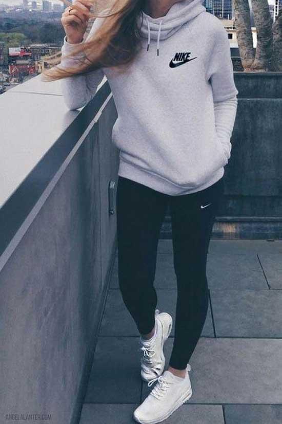 Sweatshirt and Black Leggings Outfit Ideas-9