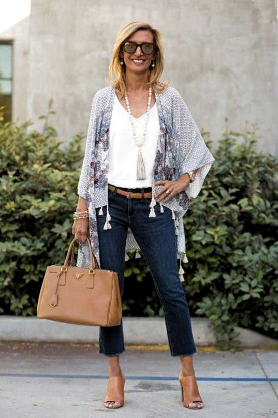 Stylish Casual Clothes for Women Over 50-11