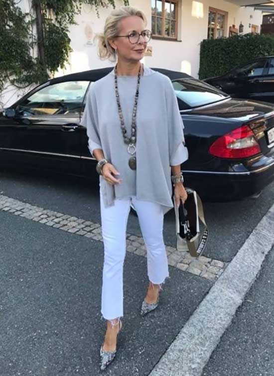 Chic Casual Clothes for Women Over 50-19