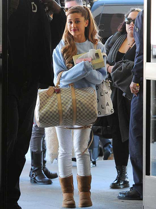 Ariana Grande Brown Uggs Outfits-12